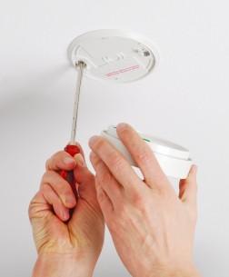 Pose de détecteur de fumée